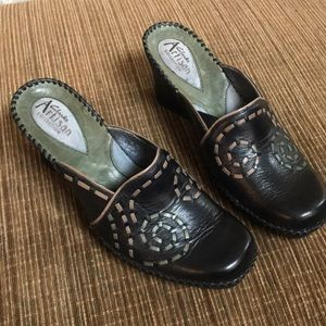 Clark's artisan collection clogs 7M